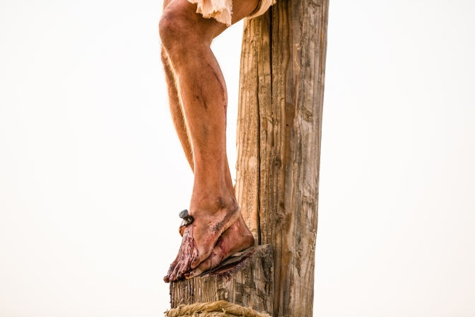 pictures-of-jesus-nails-feet-1138661-wallpaper.jpg