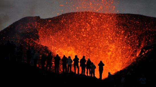 volcanoes-in-iceland-1500282124-1000X561.jpg